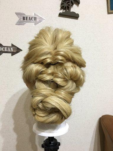 くるりんぱで「結婚式のベルの髪型」を作る