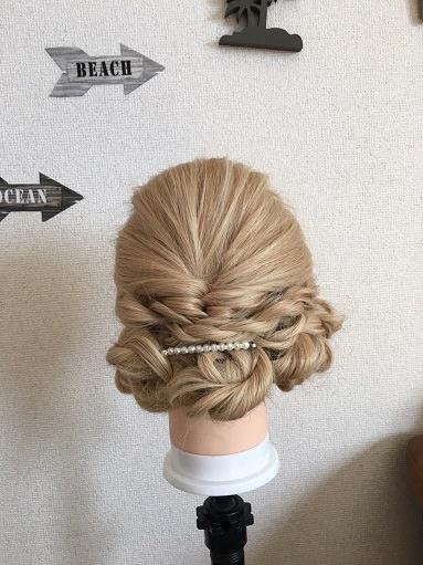 ロール編みで「結婚式のベルの髪型」を作る
