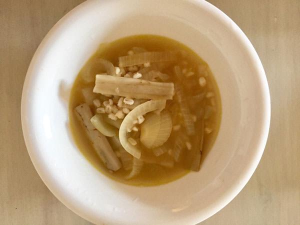 もち麦と根菜のスープ