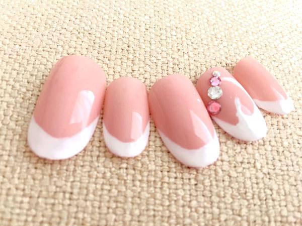 人気のピンク&白が◎!定番バーチャルフレンチ
