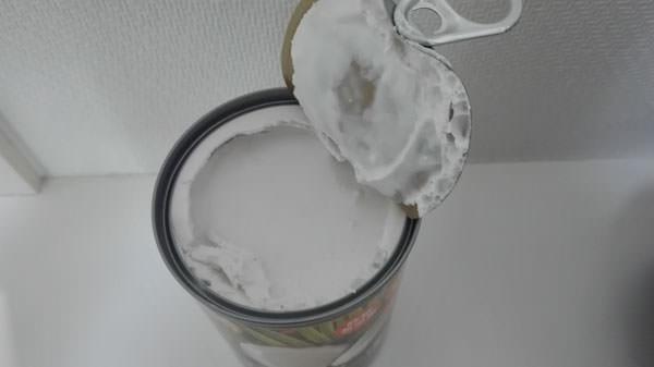 ココナッツミルクの缶を開ける
