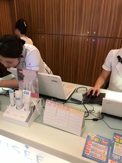 ミュゼ大阪駅前第4ビル店のスタッフは清潔感がある恰好