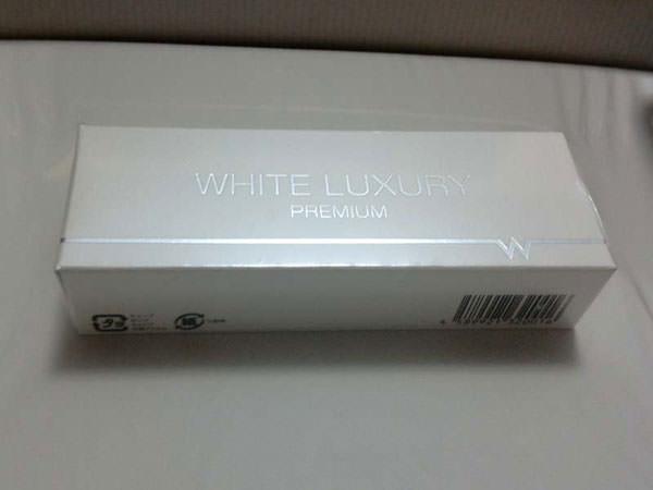 ホワイトラグジュアリープレミアムの外箱