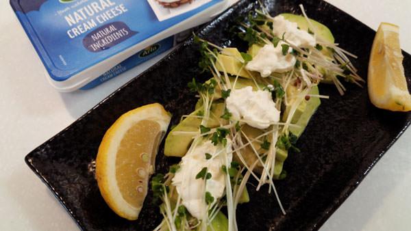ブロッコリースプラウトとアボガドのサラダ