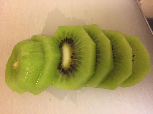 キウイのフルーツビネガーを作る