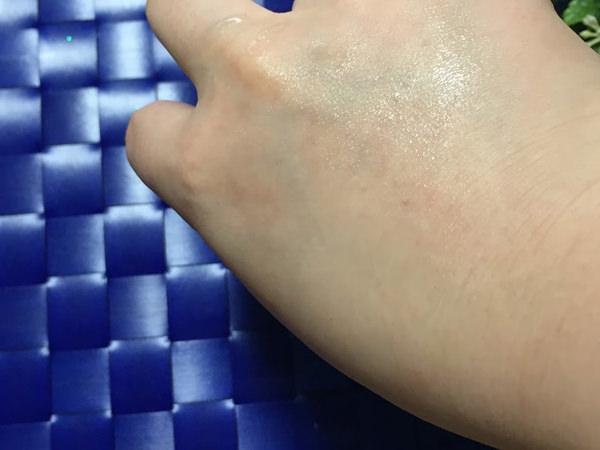 メラノCC 薬用しみ対策 美白化粧水の肌なじみ