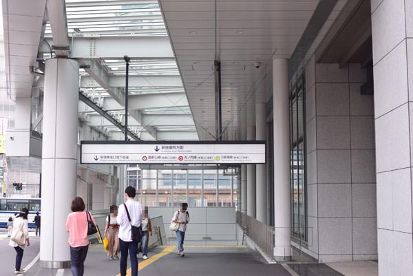 エキソト新宿御苑方面階段