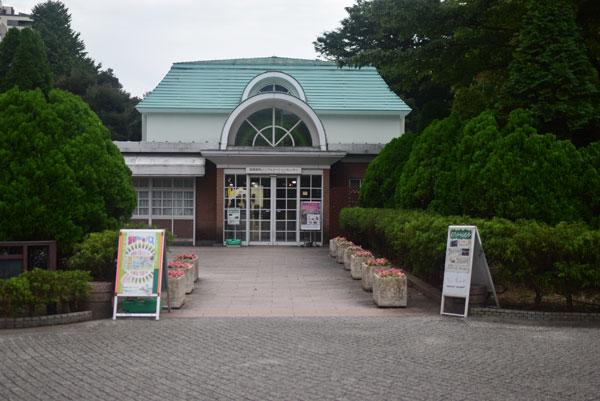 新宿御苑のインフォメーションセンター・カフェはなのき