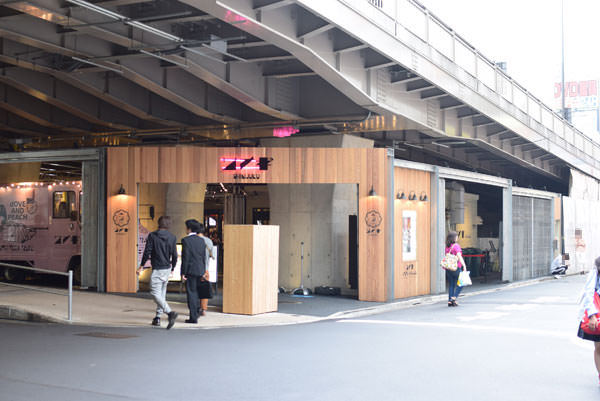 サナギ新宿の外観