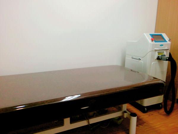 キレイモカウンセリングルームの施術台