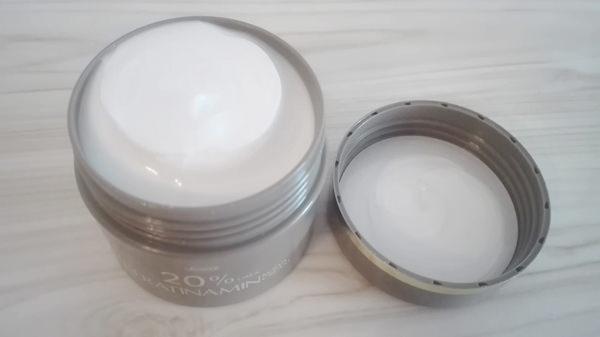 ケラチナミンコーワ20%尿素配合クリームのテクスチャー
