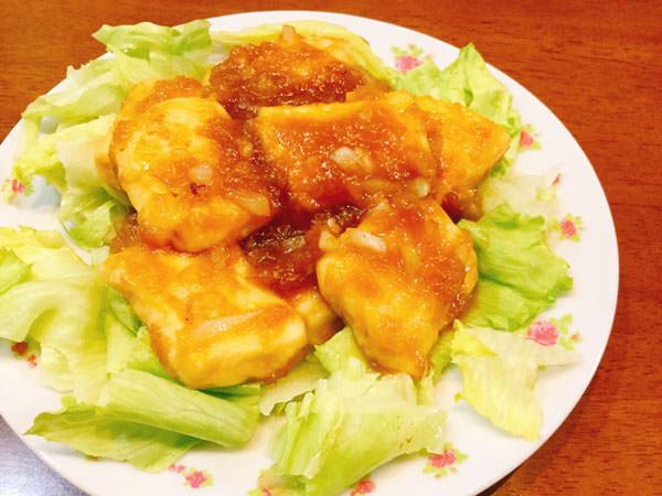 すりおろし玉ねぎ入りのタレが絶品♪豆腐サイコロステーキ