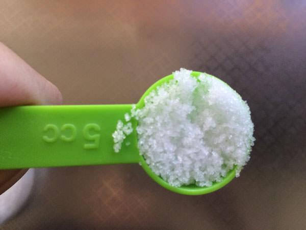小さじ1杯程度の塩