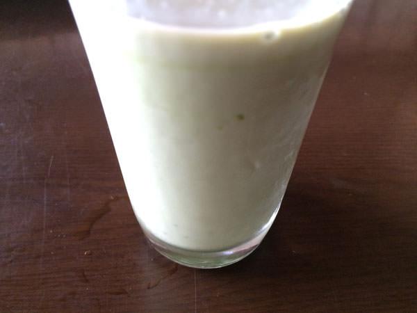 やわたのおいしい青汁を豆乳に混ぜてみた