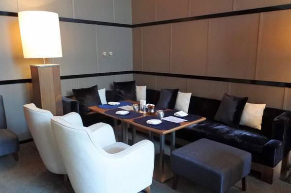 ホテルオークラ福岡「ラウンジ&バー ハカタガワ」ソファ席を予約