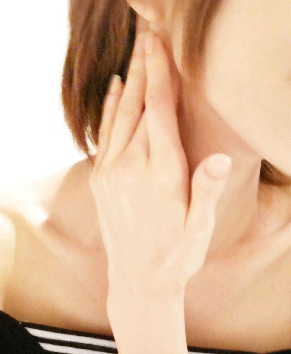 アルガンオイルで首の筋をほぐす