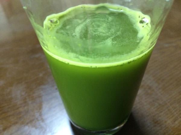 ファンケル青汁 本搾り青汁ベーシックをフルーツジュースに混ぜてみた