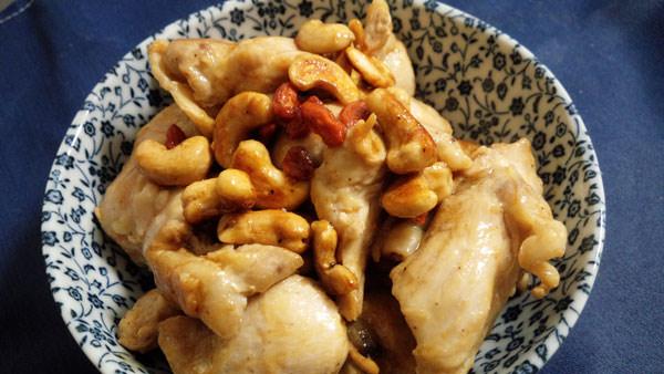 ゴジベリー入りナッツと鶏肉のオイスターソース炒め