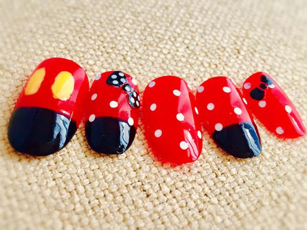 黒・赤・白でミッキーネイル