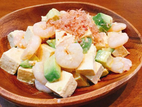 プリプリえびとアボカドのカクテル豆腐サラダ
