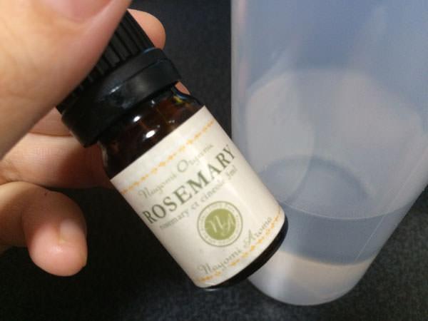 手作り化粧水にアロマオイルを入れる