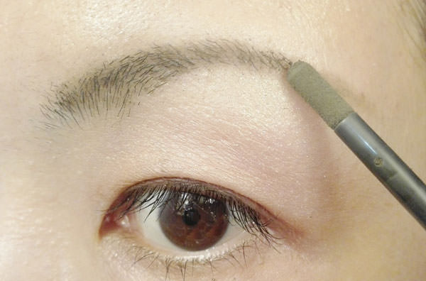 009chip-on-eyebrow