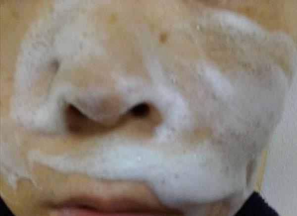 普通肌スキンピールバーAHAで顔を洗う
