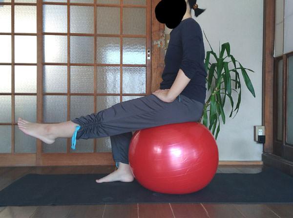 バランスボールダイエットやり方【ウェスト&下半身編】腹筋・足など