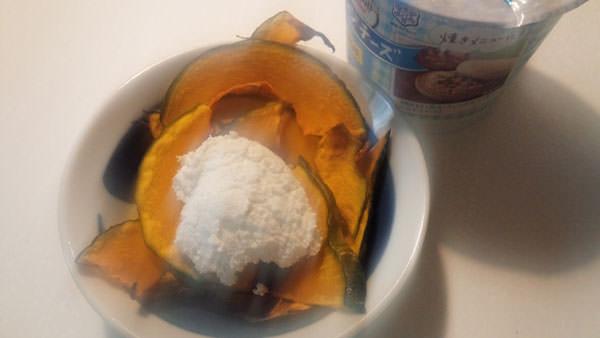 かぼちゃチップスonカッテージチーズ