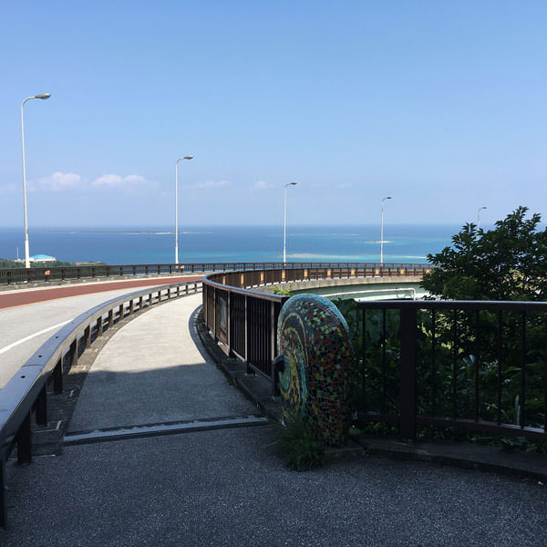 ニライカナイ橋の歩道