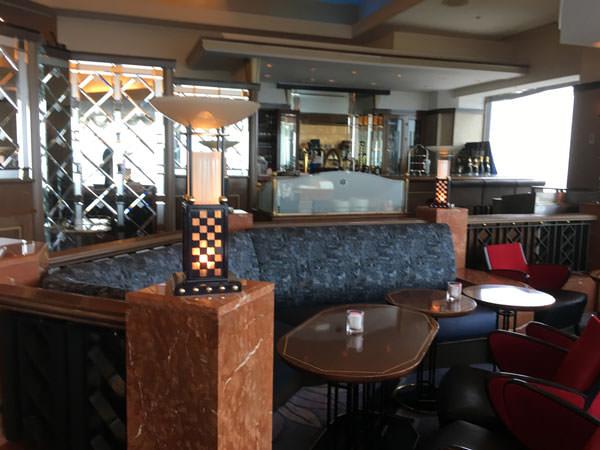 ホテルニューオータニ幕張「ベイコートカフェ」店内の雰囲気