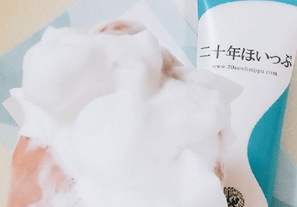 くすみ対策石鹸「二十年ほいっぷ」の泡