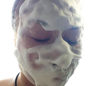 お顔全体に泡をのせてみました