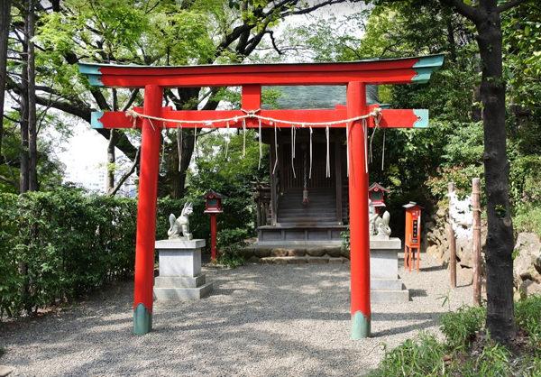 椿山荘の庭園 白玉稲荷神社
