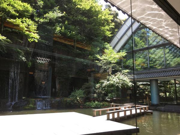 パンドラの席から見えるホテル雅叙園東京の庭