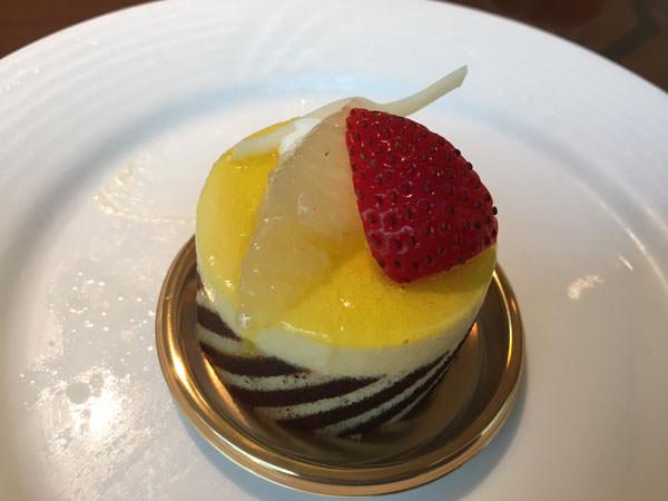 銀座東武ホテルフィオーレのグレープフルーツのムースケーキ