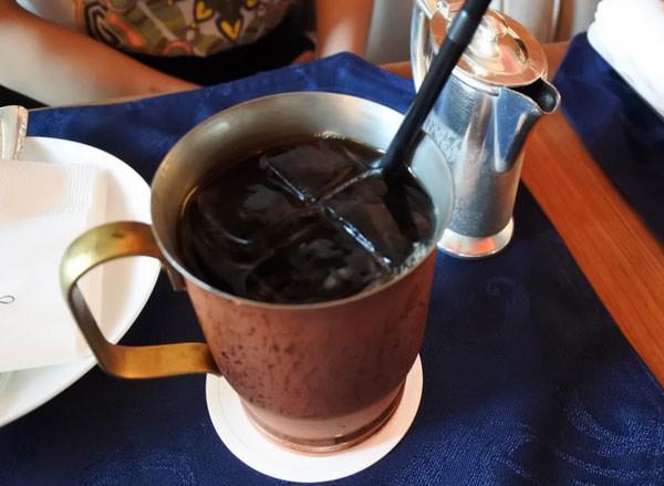 ホテルオークラ福岡「ラウンジ&バー ハカタガワ」アイスコーヒー