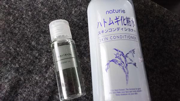 ハトムギ化粧水と無印良品ホホバオイル
