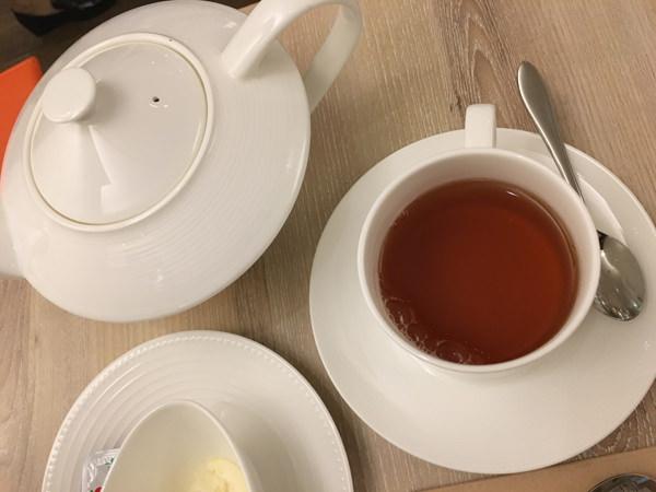 コーヒーラウンジ マウナケア アフタヌーンティーセット 紅茶(ダージリンティー)