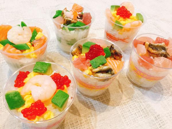 酢キャベツ入りのご飯が美味しい♪彩りキレイなカップ寿司
