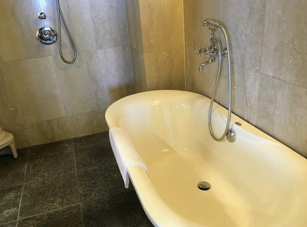 サイプレスリゾート久米島「スイートルーム」バスルーム