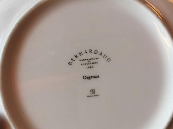 ホテルオークラ福岡「ラウンジ&バー ハカタガワ」のアフタヌーンティーのお皿