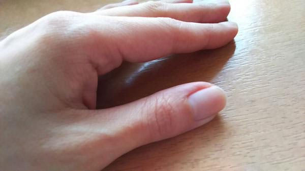 リピジュア化粧水が浸透した後の手
