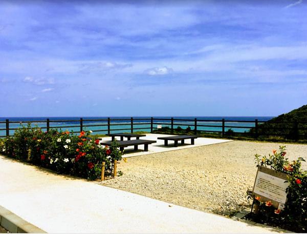 石垣島「玉取崎展望台」駐車場近くの休憩スポット