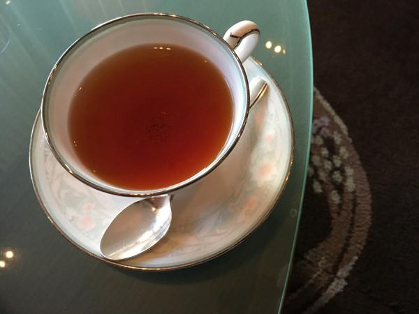 京王プラザホテル「アートラウンジ デュエット」嬉野紅茶