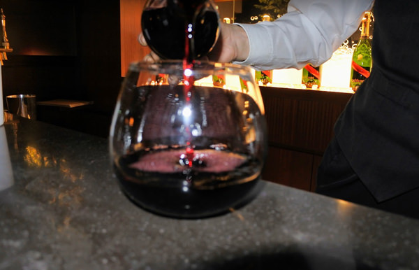 ストリングスホテル東京インターコンチネンタル バブルズバー 赤ワイン