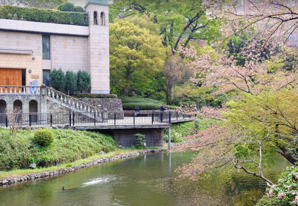椿山荘の庭園 幽翠池