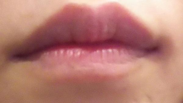 エトヴォスをつける前の唇