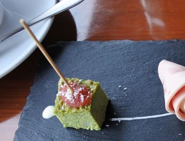 東京ドームホテル「アーティスト カフェ」アフタヌーンティー ほうれん草のオムレツ