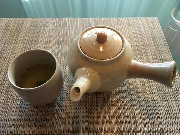 京王プラザホテル「アートラウンジ デュエット」煎茶